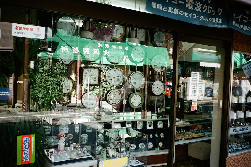 Shop window with lots of clocks