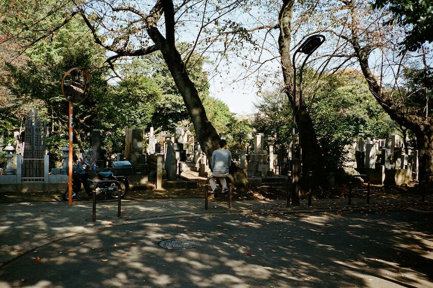 Sitting woman in Yanaka cemetary